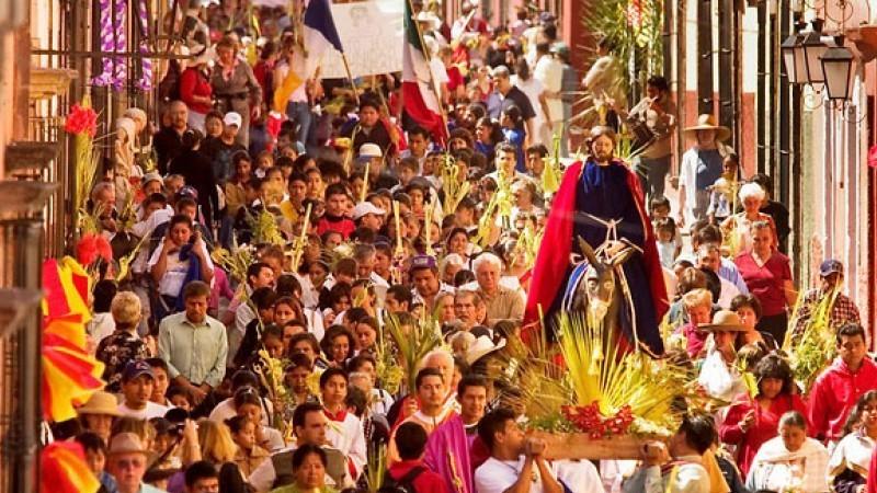 Palm Sunday Procession to La Parroquia in San Miguel de Allende (State of Guanajuato, Mexico)